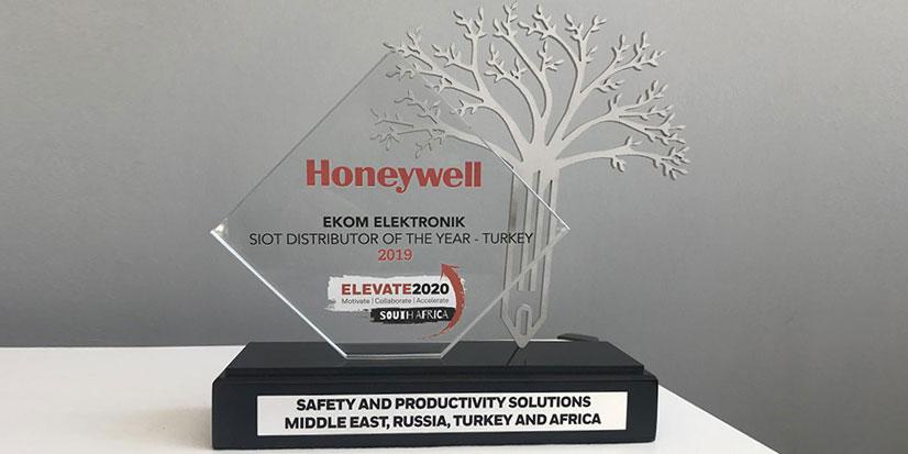 EKOM Elektronik Yılın Distribütörü Seçildi!